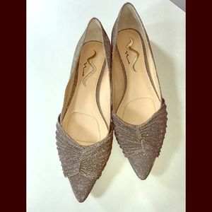 Nina NWOT 11 Sparkly Silver Pointed Toe Flats